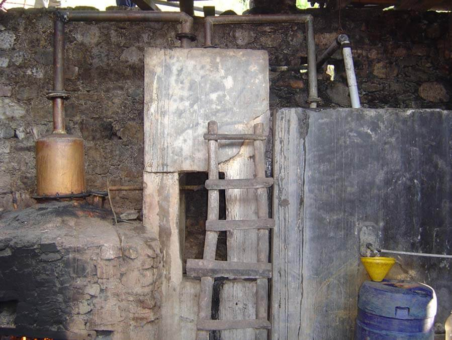 L'appareil pour distiller l'eau de vie