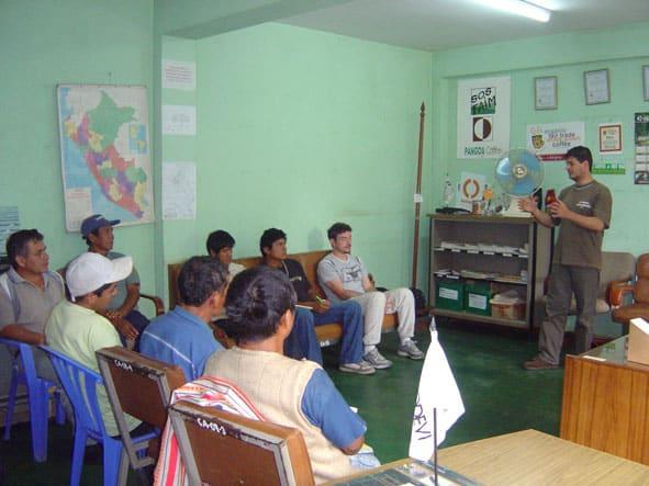 reunion-avec-les-producteurs-de-cacao-de-pangoa-saldac