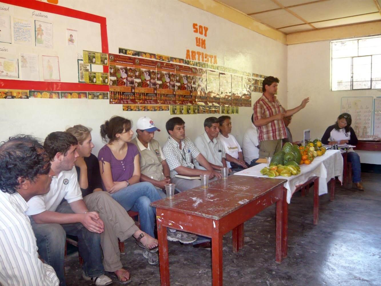 reunion-avec-les-producteurs-de-corossol-rio-negro-saldac